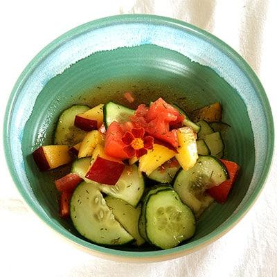 Kräuter richtig verwenden wie Dillspitzen von roots. im Gurkensalat