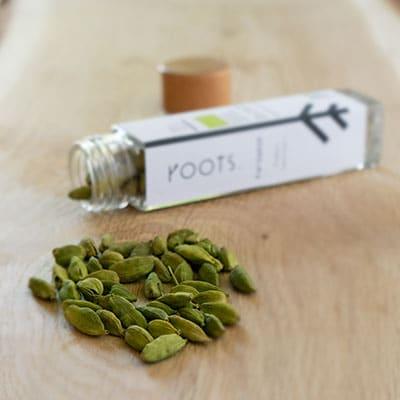 Wuerzen mit gruener Kardamom natuerlich und nachhaltig von roots-natural