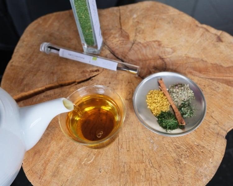 Tee mit einjaehriger Beifuss