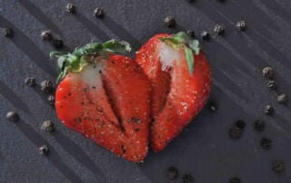 Erdbeeren mit Pfeffer von roots. wuerzen